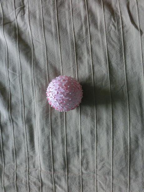 Kvetinové polystyrénové gule,