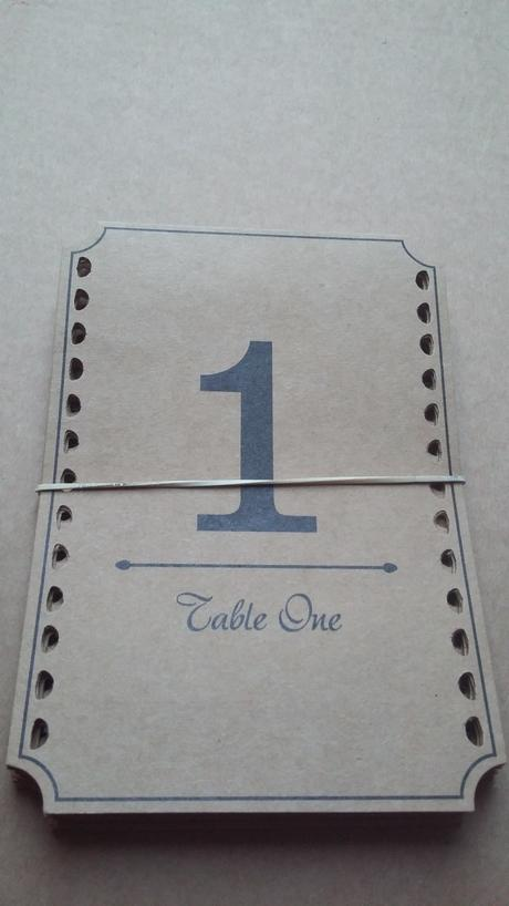 čísla na stoly 1-9 stojací z kartonu,
