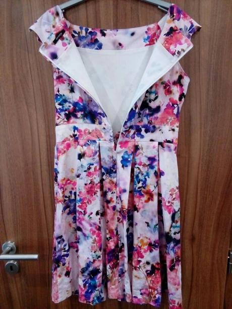b574357e3a70 Květinové šaty orsay