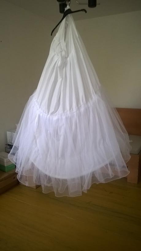 Áčkové ľahké šaty s čipkovanými ramienkami, 38