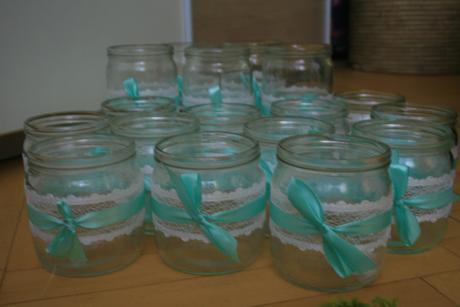 svícny/ vázy s mentolovou stužkou,