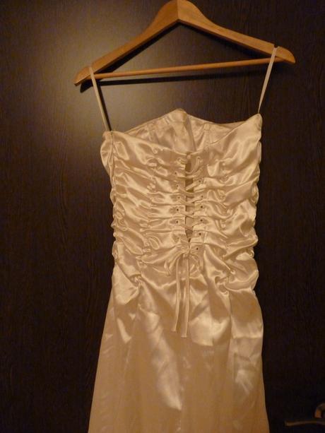 Smetanové saténové svatební šaty, 36