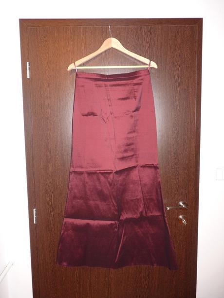 Vínové korzetové šaty, 40
