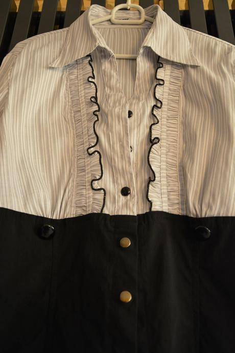 Bílo-černá halenka s šedými proužky, 42