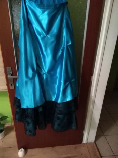 Tyrkysové šaty , 44