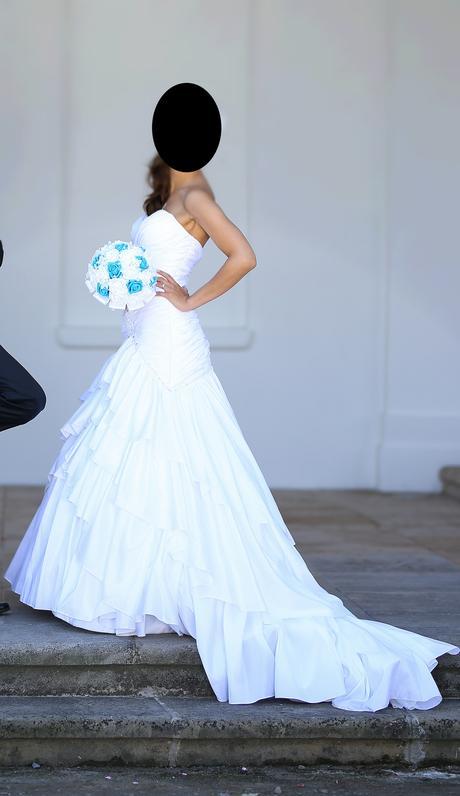 Bílé svatební šaty, 34