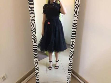 085c1e1ab4d6 Čierne šaty s čipkovaným topom chi chi london