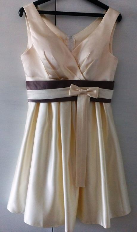 Plesové či svatební šaty, 37