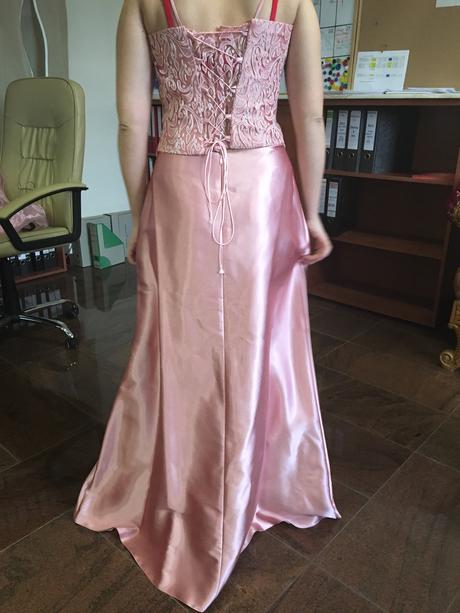Spoločenské šaty so satkou okolo pliec, 38