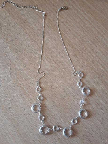 sada- náušnice a náhrdelník,
