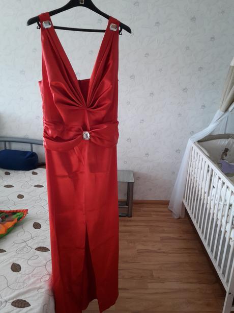 saténové červené šaty, 42