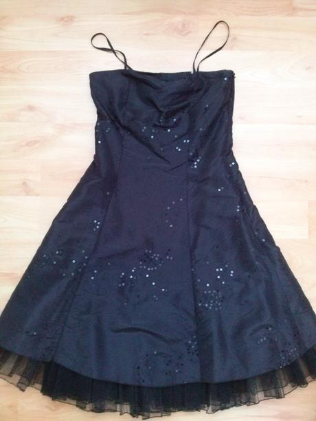 Černé společenské šaty s flitrovou aplikací, 36