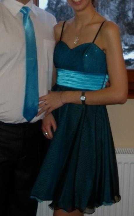 Společenské tyrkysové šaty s kravatou, 38