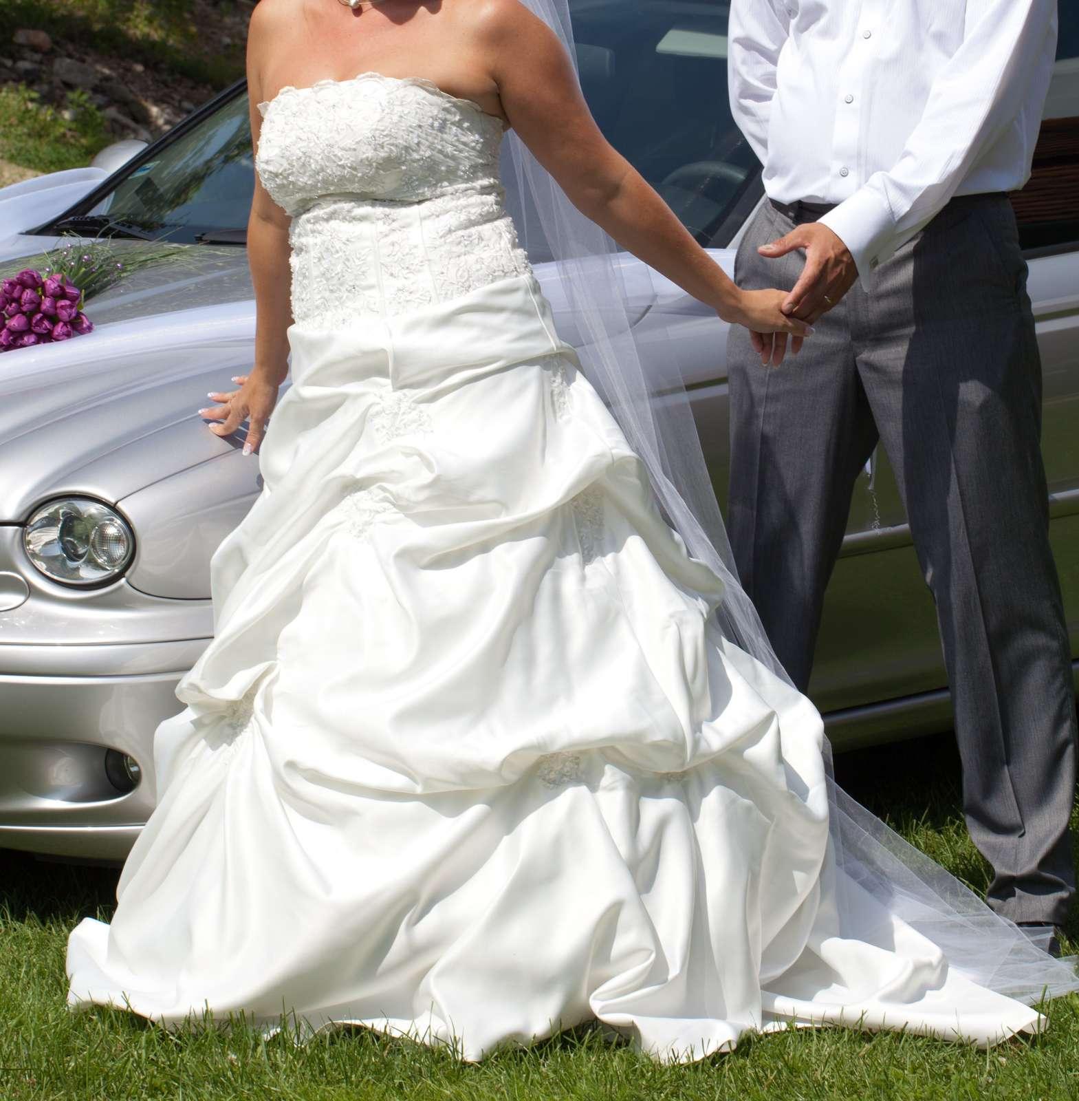 Svadobné šaty veľkosť 38-42 f529fa31c6f