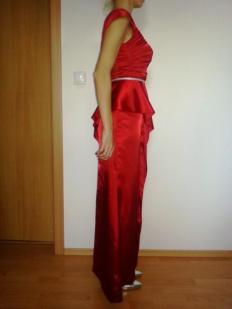 nadcasove satenove cervene saty -Chrystelle Atalla, 36