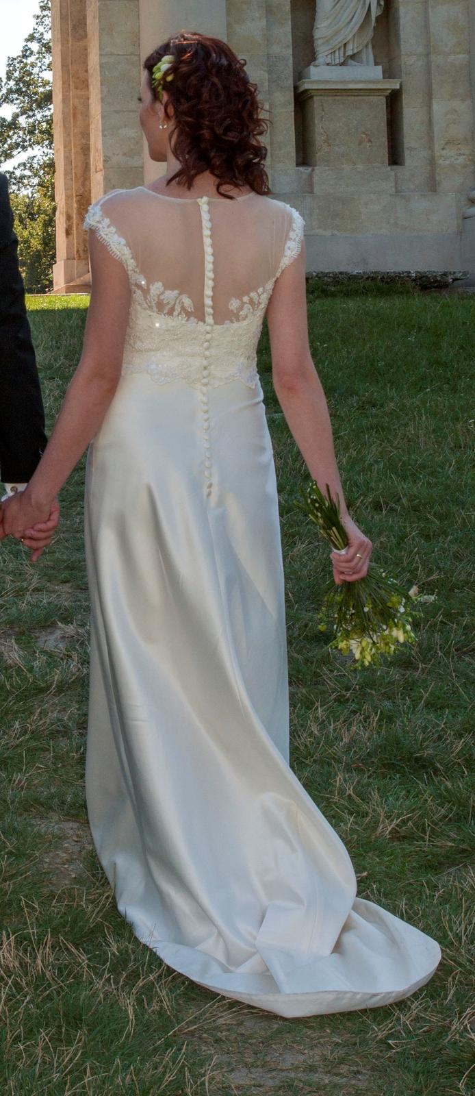 66807fc11614 Luxusní hedvábné šaty