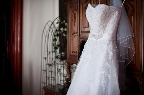 Svatební šaty s krajkou a páskem (kratší vlečka)38, 40