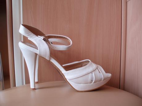 1 x obuté sandálky na platforme, 40