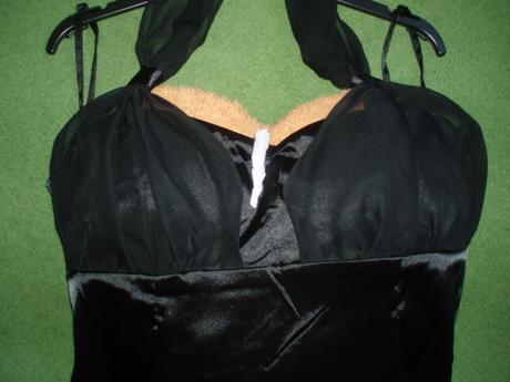 Nepoužité saténové čierne mini šatky, 42