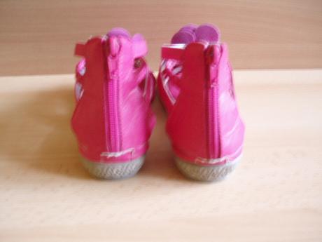 Sandálky, 32