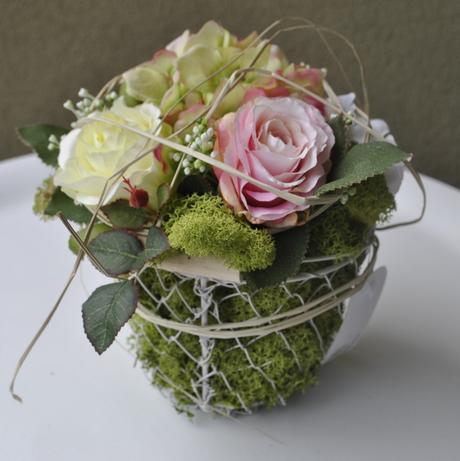 Aranžmán z hodvábnych kvetov a islandského machu ,