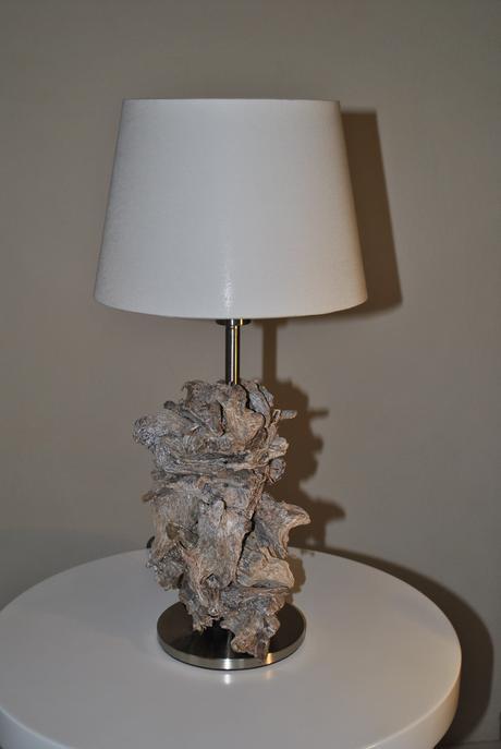 Dizajnová lampa s naplaveným drevom,
