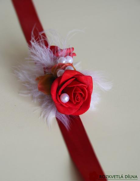 náramek s červenými růžemi - červená či bílá stuha,