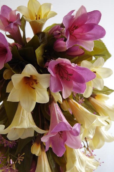 Převislá kytice z lilií - látkové květy,
