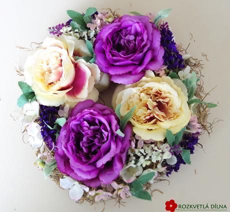 Věnec s růžemi,