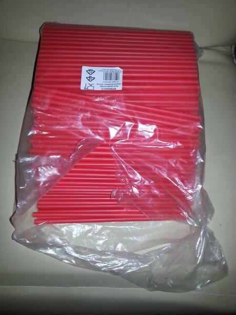 Červená brčka Jumbo,