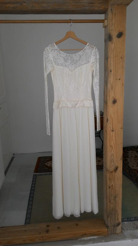 Jednoduché něžné svatební šaty krajka-šifon, 38