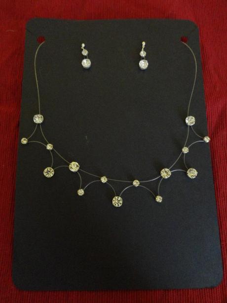 Štrasový náhrdelník a naušnice,