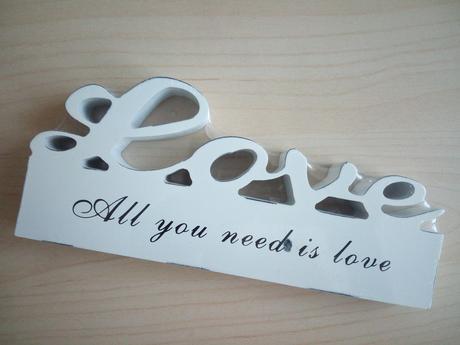 "Nápis na stůl ""Love"","