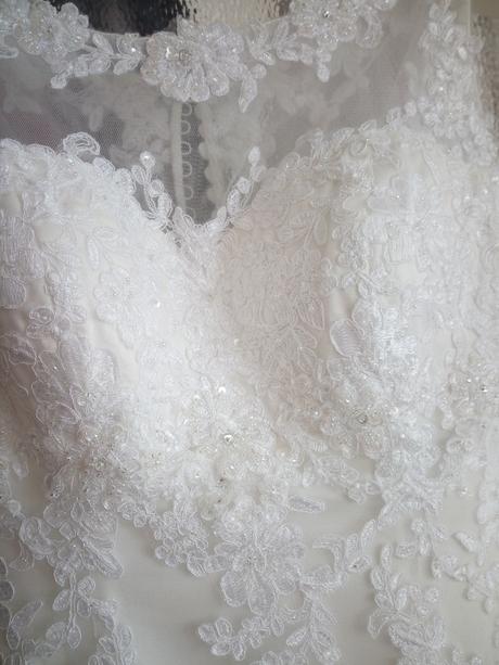 Svatební šaty Lillian West 6300 + příslušenství, 36