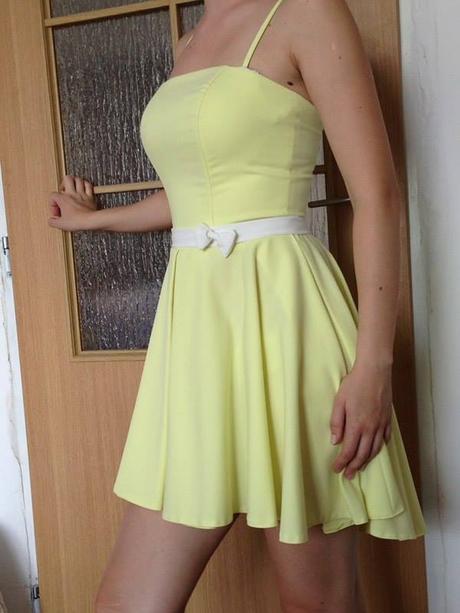 Jemné žlté šaty, 36