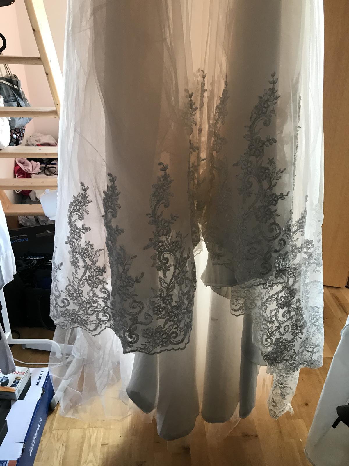 Svatební šaty - ivory s nádechem meruňkové e7d94b5f8ec