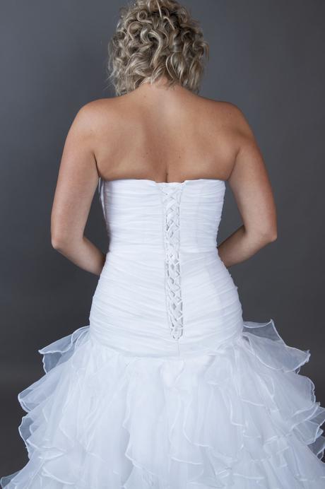 bílé korzetové šaty šité na míru, 38