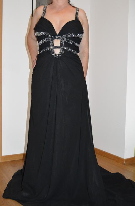 Nenosené spoločenské šaty , 42