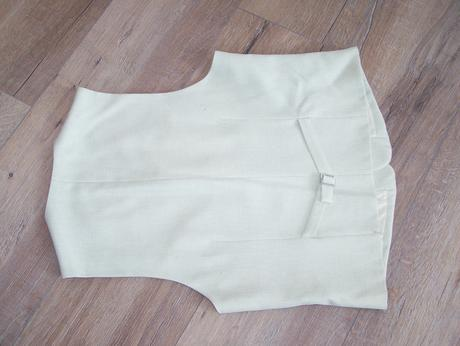 Kremovy oblek, 52