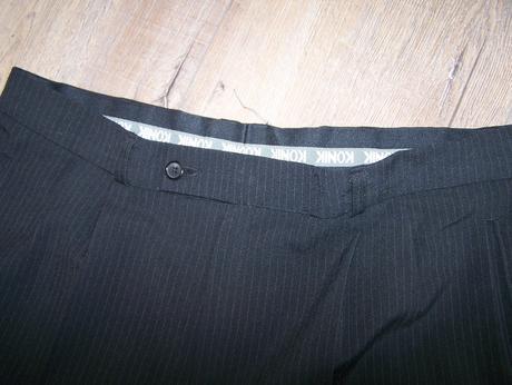 Pansky cierny pruzkovy oblek, 52