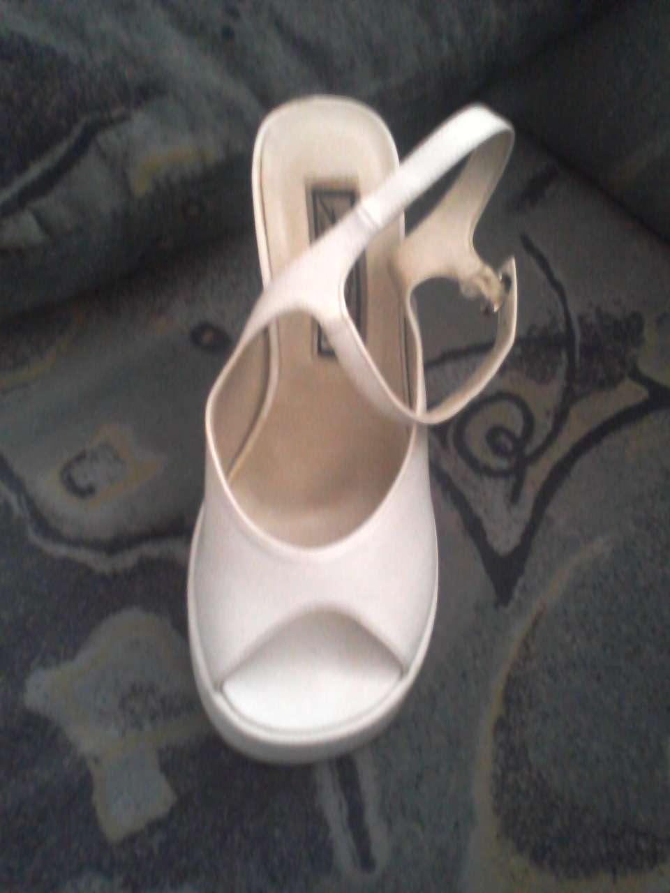 491f51962ec6 Biele topánky na platforme