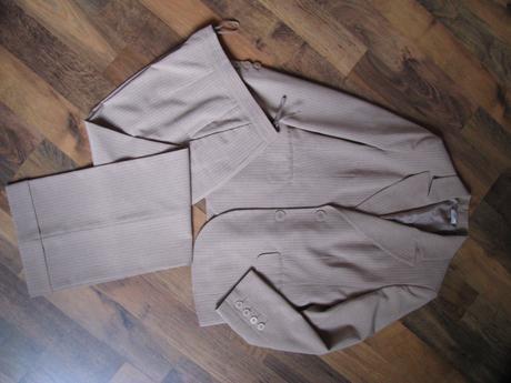 nohavicovy kostým, 37