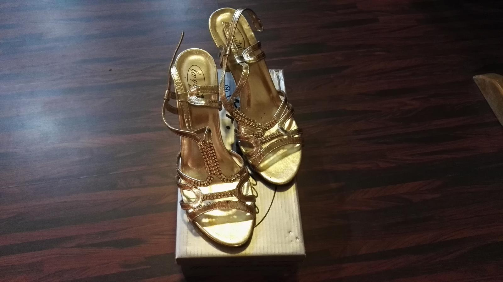 860a5babd584 Zlate sandalky