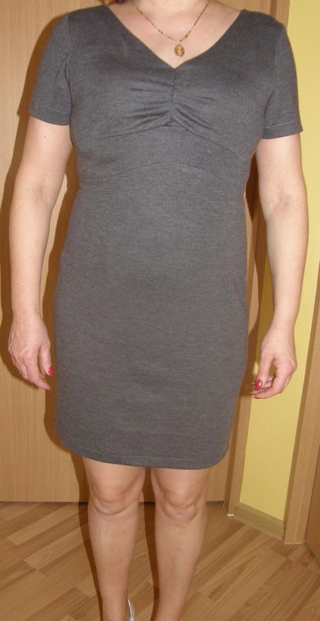 Krátke elastické šaty, 40