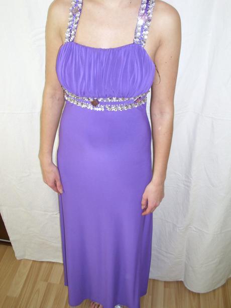 Zaujímavo zdobené šaty- S, 36