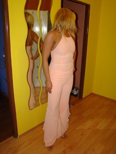 Extravagantné nohavice a tričko, 36