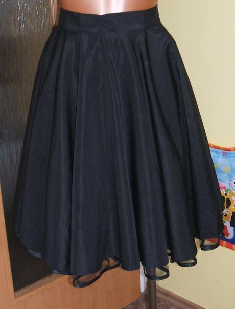 Černá kolová nadýchaná sukně, 34