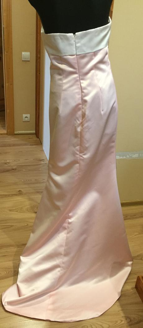 Bledoružove šaty , 36
