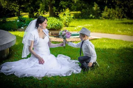 Snehovobiele svadobné šaty, 42