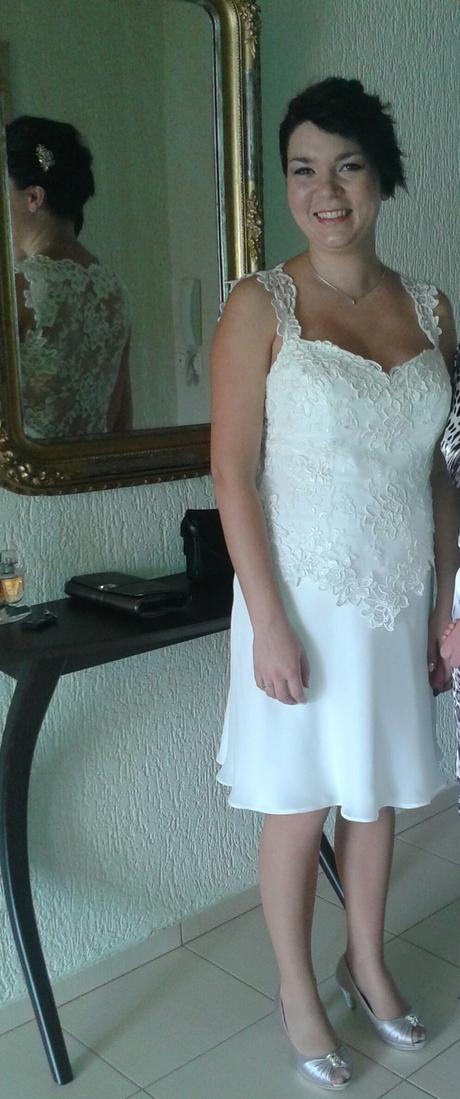 Krátké svatební šaty - i pro těhotné, 38